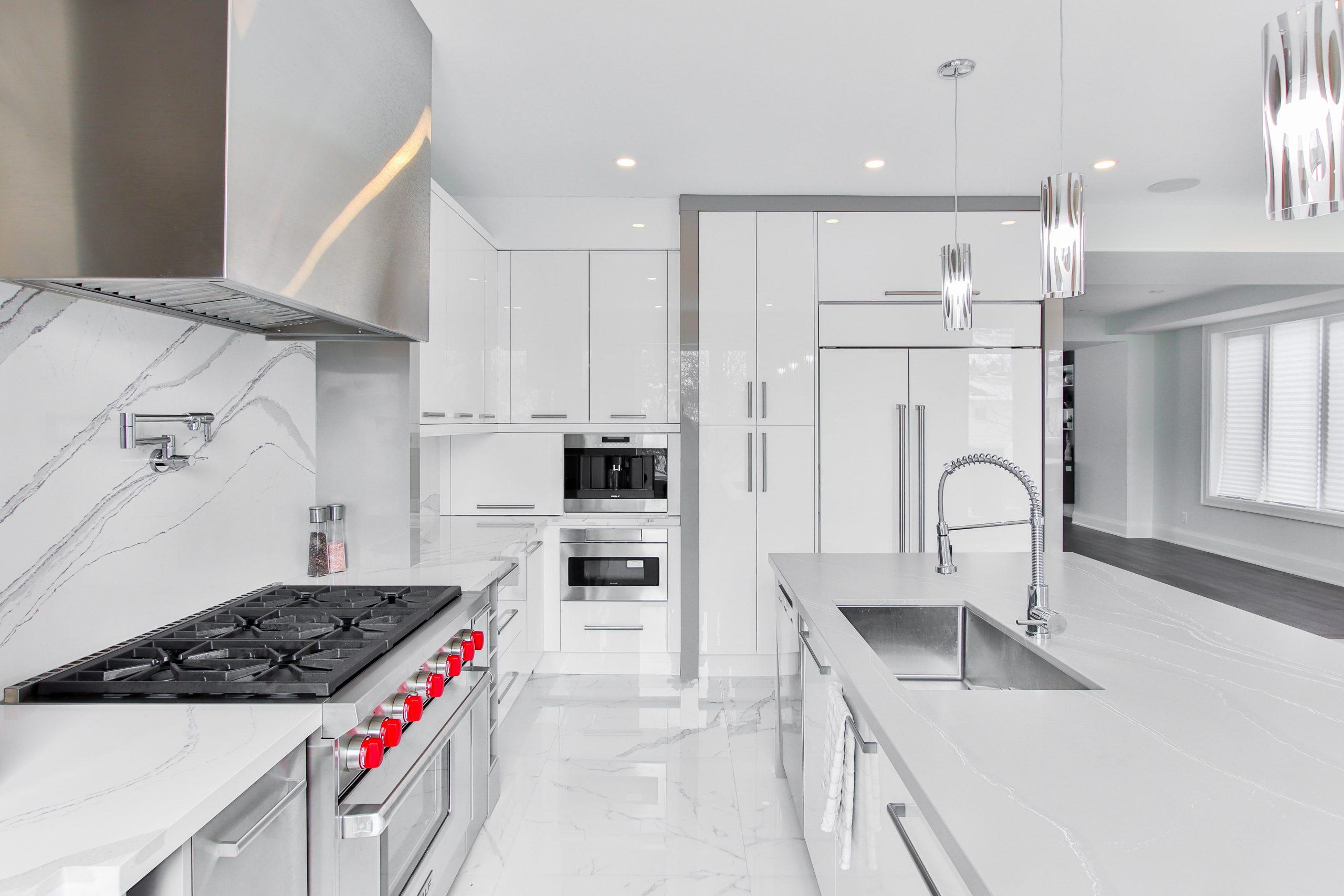 White quartz kitchen countertops | Imperial Vanities